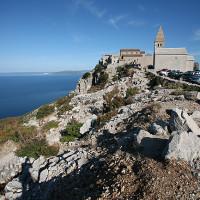 Les villages authentiques de l'île de Cres, perchés sur des falaises au dessus de l'eau