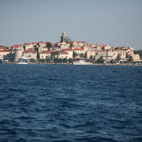 Une visite de la vieille ville de Korčula, avec ses ruelles étroites et ses cafés en bord de mer