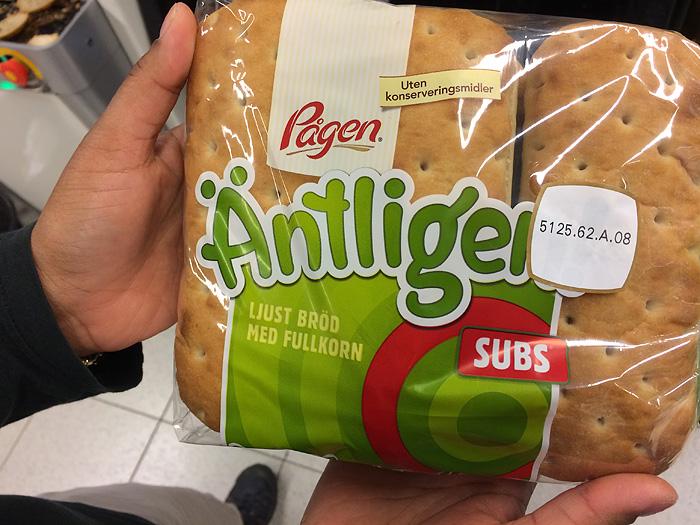 tient, ils ont du pain antigel ici. Probablement pour les longs mois d'hiver…