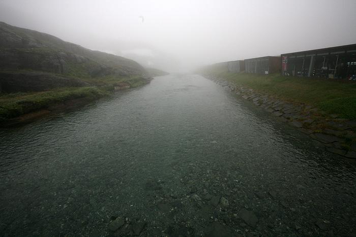 voilà ce que donne la p'tite rivière qui passe derrière les stands de souvenirs