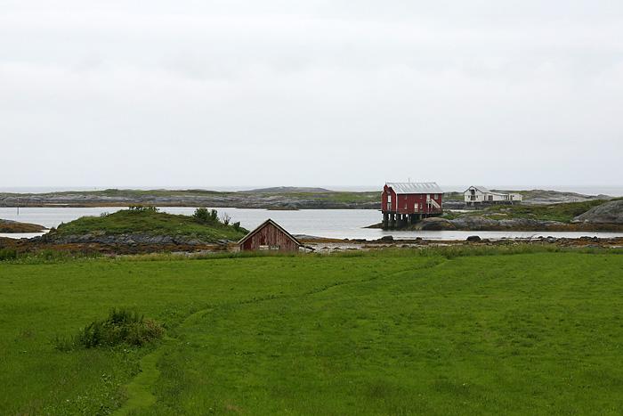 des maisons au bord de l'eau