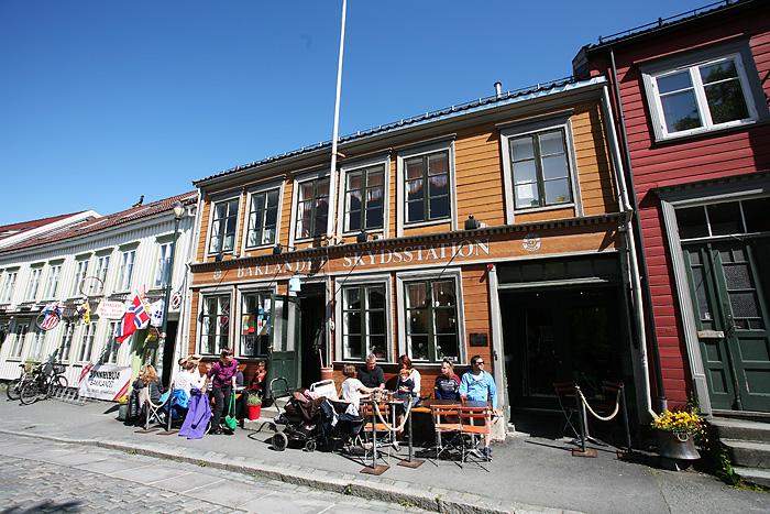 Un restaurant et sa terrasse