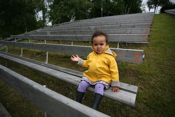 Eden assise dans l'amphithéâtre