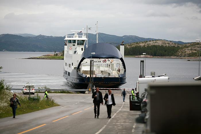 à l'arrivée du ferry, il ouvre sa « gueule »