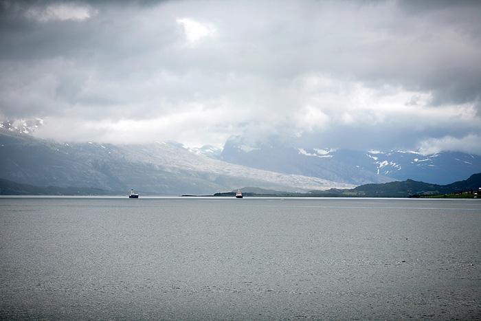 avant d'arriver à Nesna, nous apercevons ce que nous croyons être le glacier de Svartisen.