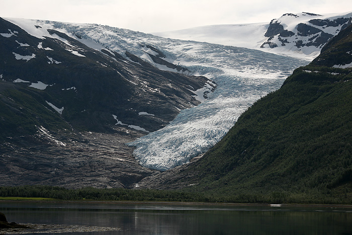 la vue du glacier depuis le bateau qui traverse le Holandfjorden