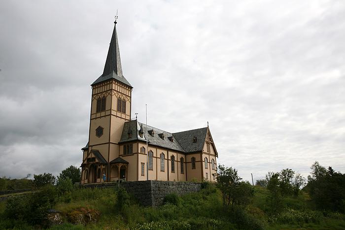 Construite en 1898 pour accueillir les pêcheurs saisonniers, elle compte 1200 sièges, soit bien plus que le nombre actuels d'habitants…