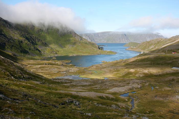 des lacs, la toundra, des rennes en liberté...