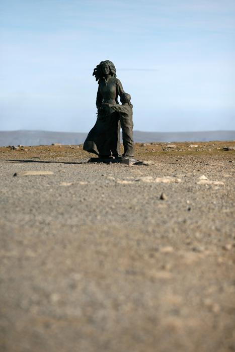 il y'a aussi cette statue