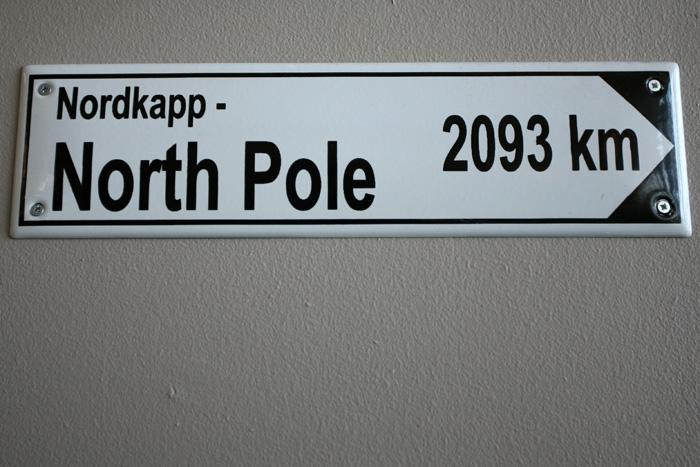 le pôle nord n'est qu'à 2093km d'ici !! une broutille !