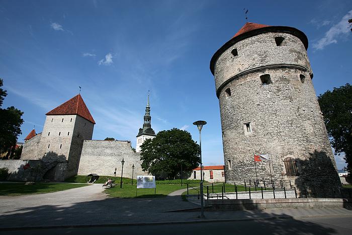 Premier aperçu des remparts de Tallinn