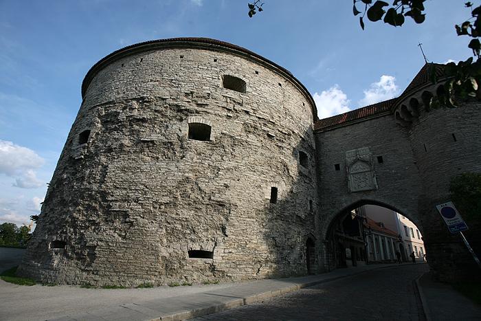 La porte de la marine, la plus imposante des portes médiévales de la ville