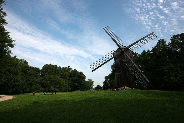 Il y'a aussi plusieurs moulins à vent (il parait qu'il y'en a encore certains en activité à l'ouest de l'Estonie)
