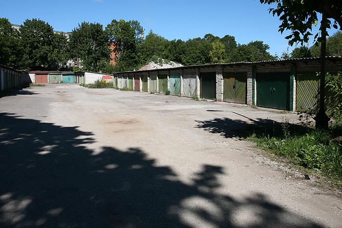 Les parking à l'extérieur des immeubles. Ca aussi c'est un classique en Russie