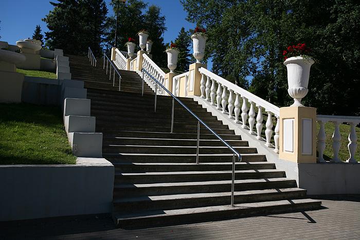 L'escalier qui remonte vers la place centrale où nous sommes garés
