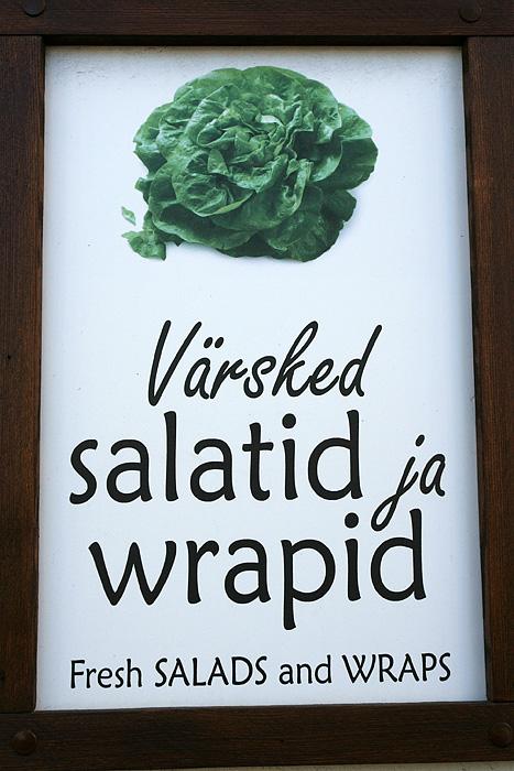 """C'est simple l'estonien : il suffit d'ajouter """"id"""" à la fin de chaque mot. Hamburgerid, quichid, choucroutid, fritid..."""