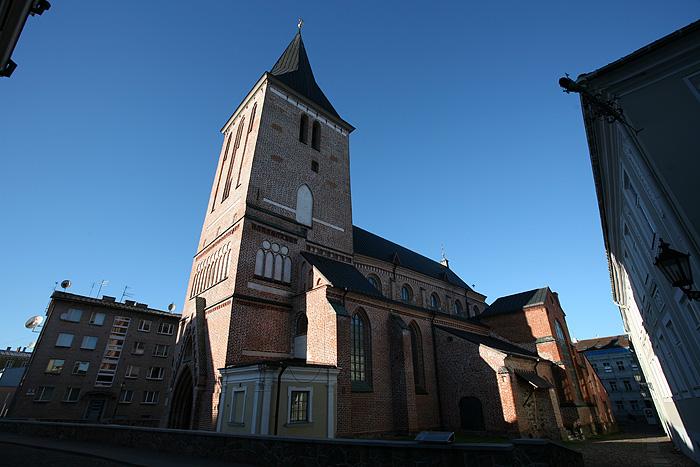 Et l'église luthérienne. Au début on ne se doute de rien...
