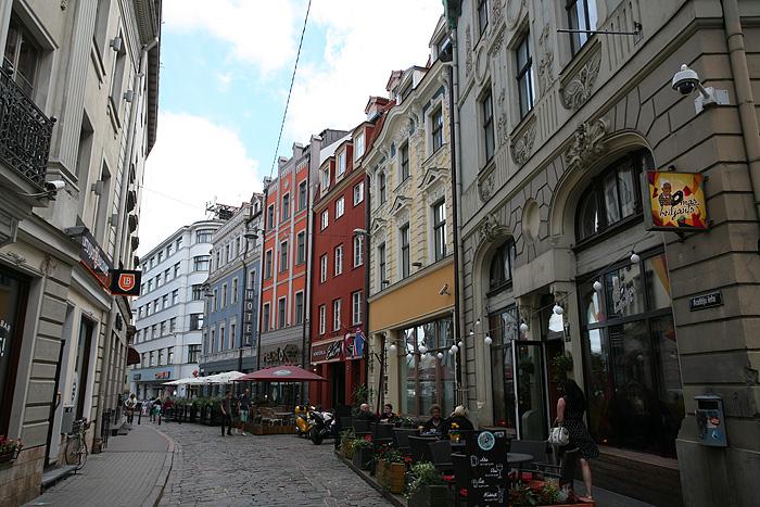 La rue de notre hôtel (c'est l'immeuble bleu du fond)
