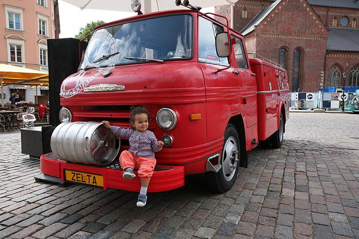 Eden adore les camions de pompiers aussi