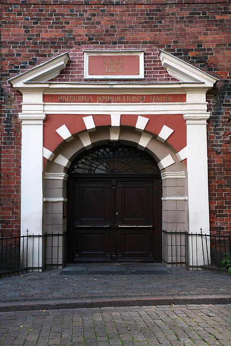 Porte d'entrée de la cathédrale St-Jacques