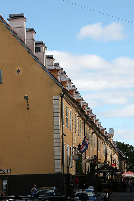Les casernes de Jacob forment un seul bâtiment qui fait presque toute la longueur de la rue