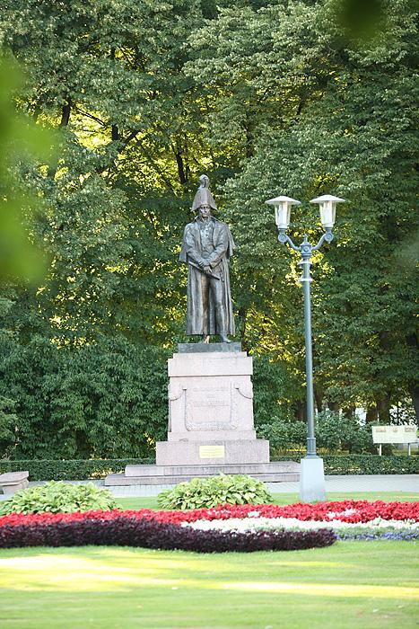 Sur le chemin du retour, on tombe sur la statue de Napoléon. En fait il s'agissait d'un général local.