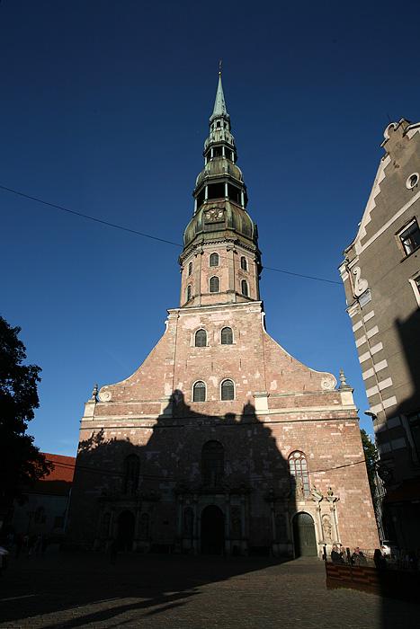 et l'église st pierre