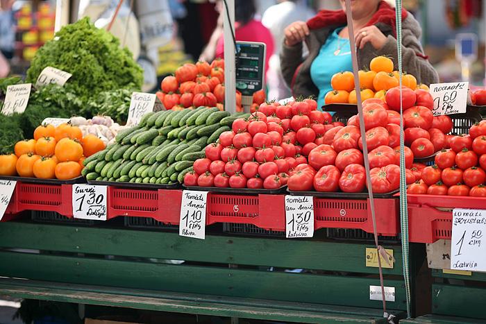 A l'extérieur, ce sont les marchands de légumes