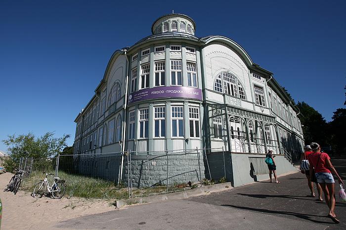 Les anciens thermes où venaient les représentants soviétiques. L'établissement est à vendre si jamais vous êtes intéressés...).