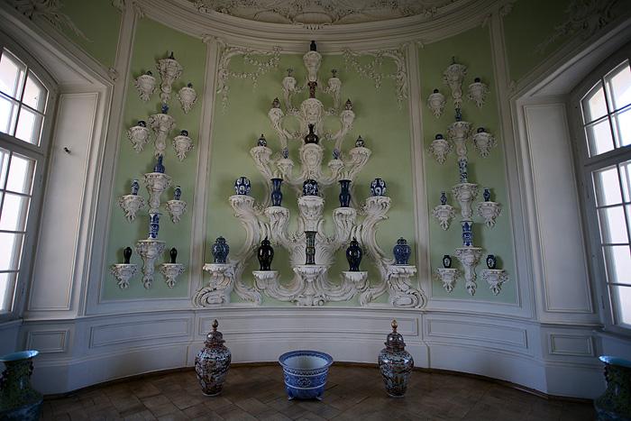 Une salle spécialement aménagée pour exposer les vases.