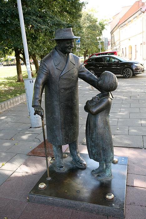 Statue du célèbre Tsemah Shabad, médecin touche à tout qui a beaucoup oeuvré pour la communauté juive de Vilnius