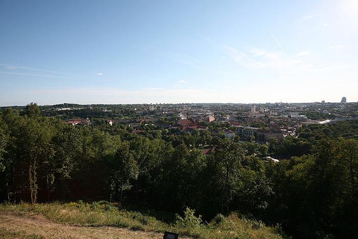 En remontant au camion, je ne peux m'empêcher de monter sur le haut de la colline des 3 croix pour y admirer la vue sur la ville. Bon, c'est sympa, mais manifestement pas la bonne heure pour des photos