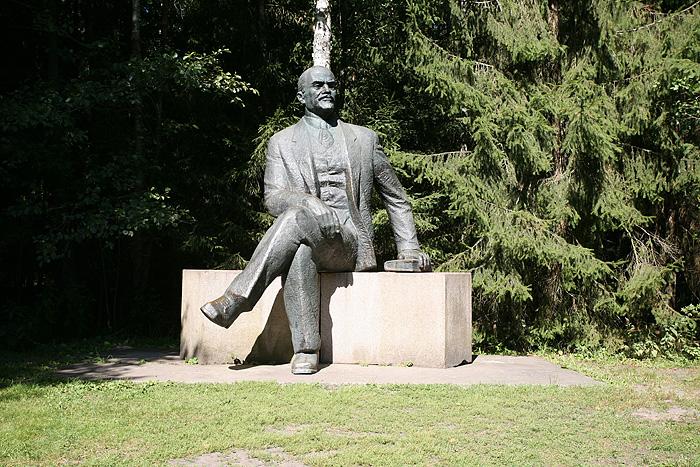 Une petite statue de Lenine.