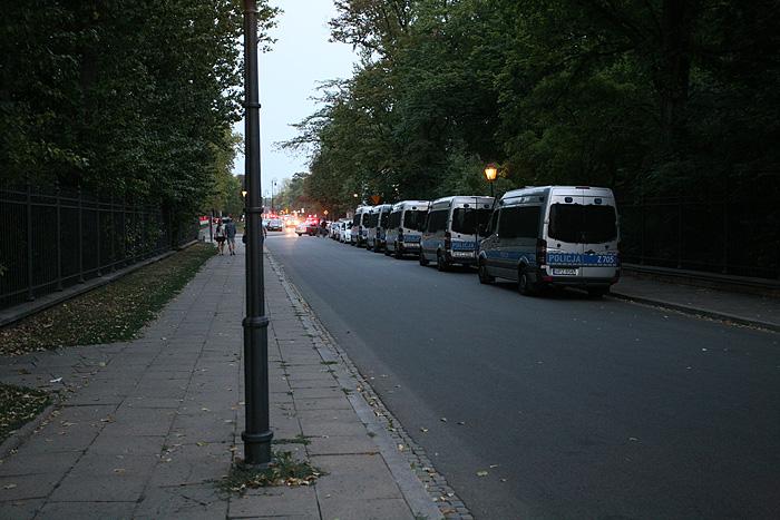 Les flics veillent pendant la fin du match