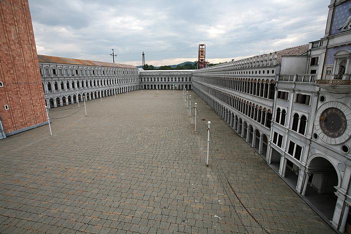 Où la place Saint Marc a été elle aussi reconstituée au 1:15ème