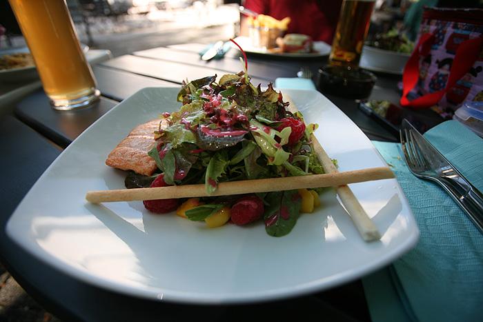 Poupoussy se contente d'une salade