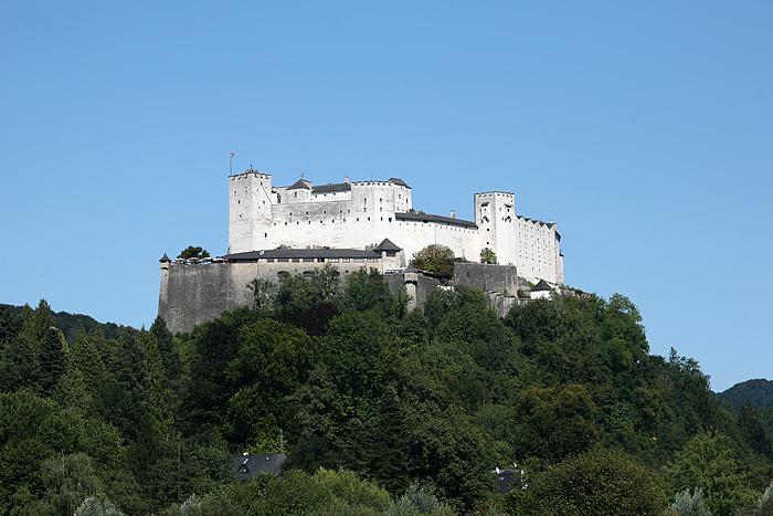 On retourne au camion bien repus. Sur le chemin du retour, on a cette belle vue sur la forteresse de Salzburg