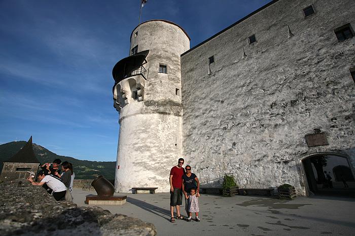 Et devant la forteresse