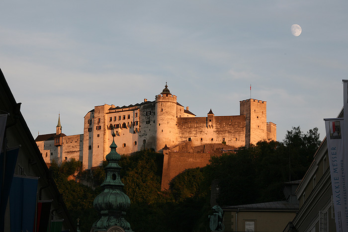 Le soleil se couche sur la forteresse