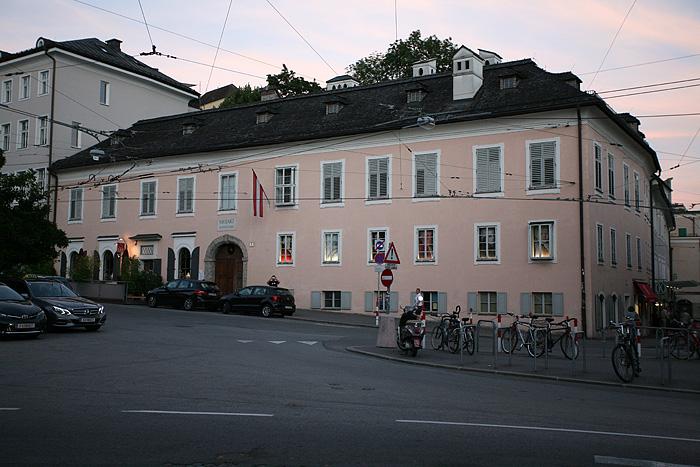 Et nous voilà devant la maison où ce cher Mozart a vécu