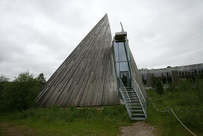 La principale salle de réunion a une forme de tente Samie