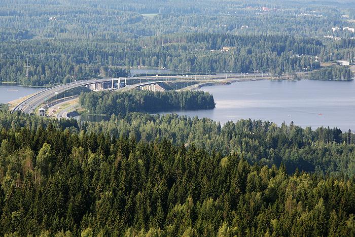 le pont de l'autoroute qu'on a pris pour venir (on roulait à 40km/h)